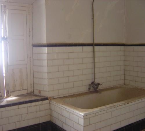 Bathroom, massive.